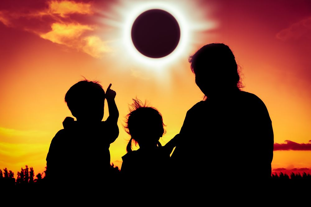eclipse-with-family