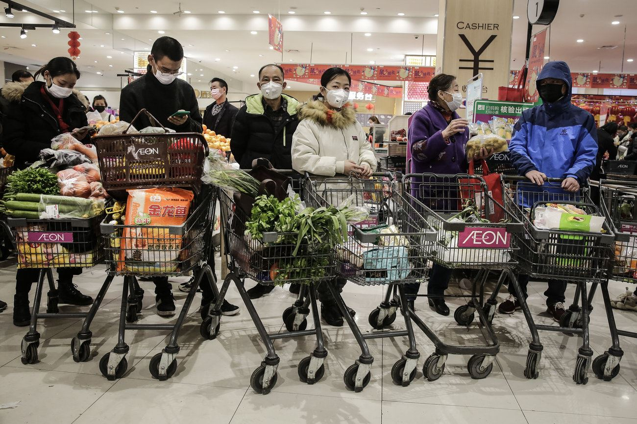gettyimages-1195388725-15_Grocery shoppers in China